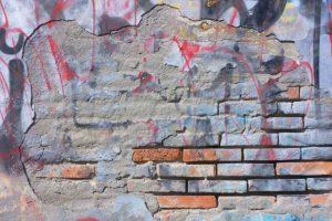 odstraňování graffiti z marmolitu