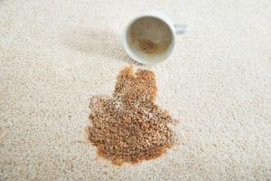 Jak odstranit rozlitou kávu z koberce?