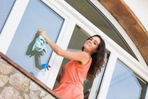 umývanie okien vo výške nepredstavuje pre odborníkov žiadný problém