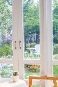 Čištění oken v zimní zahradě