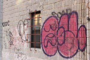 odstranění graffiti z rekreační chaty