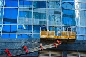 mytí oken z vysokozdvižné plošiny