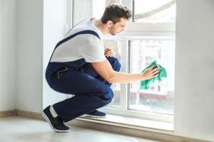 Jak vyčistit těžko dostupná okna