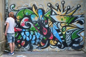 Odstranění graffiti z hladké omítky