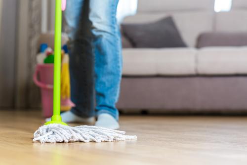 lesklá podlaha bez šmúh