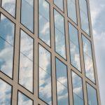 odstanění izolepy na oknech