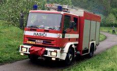 Hasiči se na jižní Moravě srazili s osobním autem, dva zranění