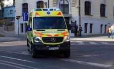 Řidič narazil na Příbramsku do houkající sanitky s pacientem a ujel, hledá ho policie