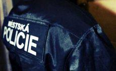 Dvouleté dítě v Přerově jezdilo samo ve výtahu, namol opilá matka spala doma