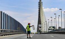 Pražskou dopravu komplikuje uzavírka Lanového mostu. Potrvá do nedělního odpoledne
