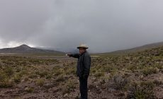 Bolívii zasypal po erupci peruánské sopky popel