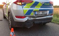Policisté řešili střet s prasetem, když do nich nabouralo auto. Řidič byl opilý