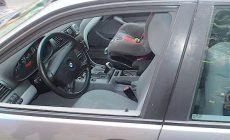 Hasiči na Karlovarsku vyprošťovali dítě ze zabouchnutého auta
