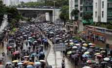 V Hongkongu se sešlo 50 tisíc demonstrantů, s policií se nestřetli
