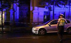 Chodce v centru Prahy srazilo auto, oživování bylo marné
