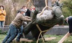 Rusko zahájilo trestní stíhání kvůli odstranění Koněvovy sochy. Prý se jedná o zločin