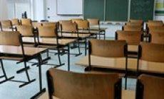 Skoro 31 tisíc lidí podepsalo petici za uzavření škol do prázdnin. Bojí se nošení roušek