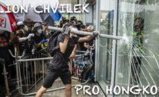 """Barevný rozruch v Hongkongu: Věří tu někdo na reálný převrat? Čína není Ukrajina. Provokace v rámci obchodní války? Setrvačnost upadající velmoci. Komu to prospěje? """"Nádherná scenérie"""" jak u nás na Letné…"""